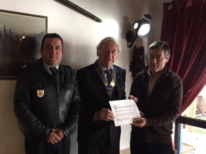bombeiros-recieving-the-cheque